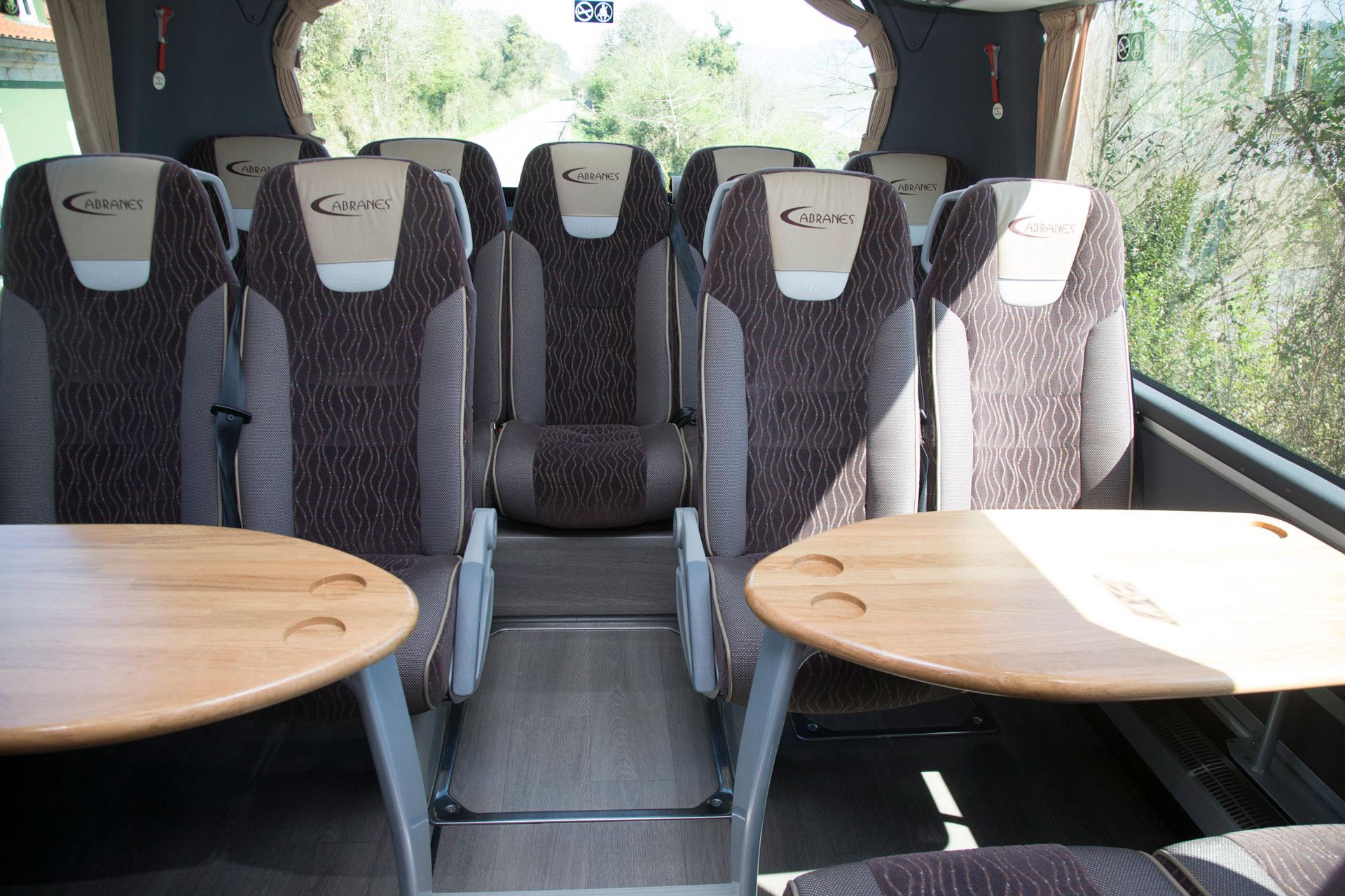 Minibuses con mesas