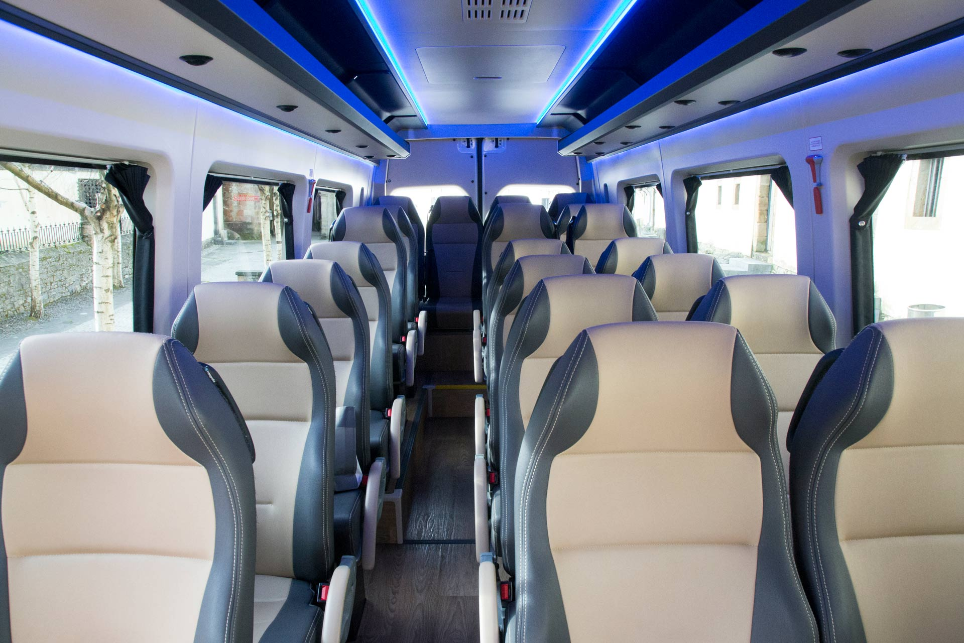 Interior de microbús hasta 25 plazas