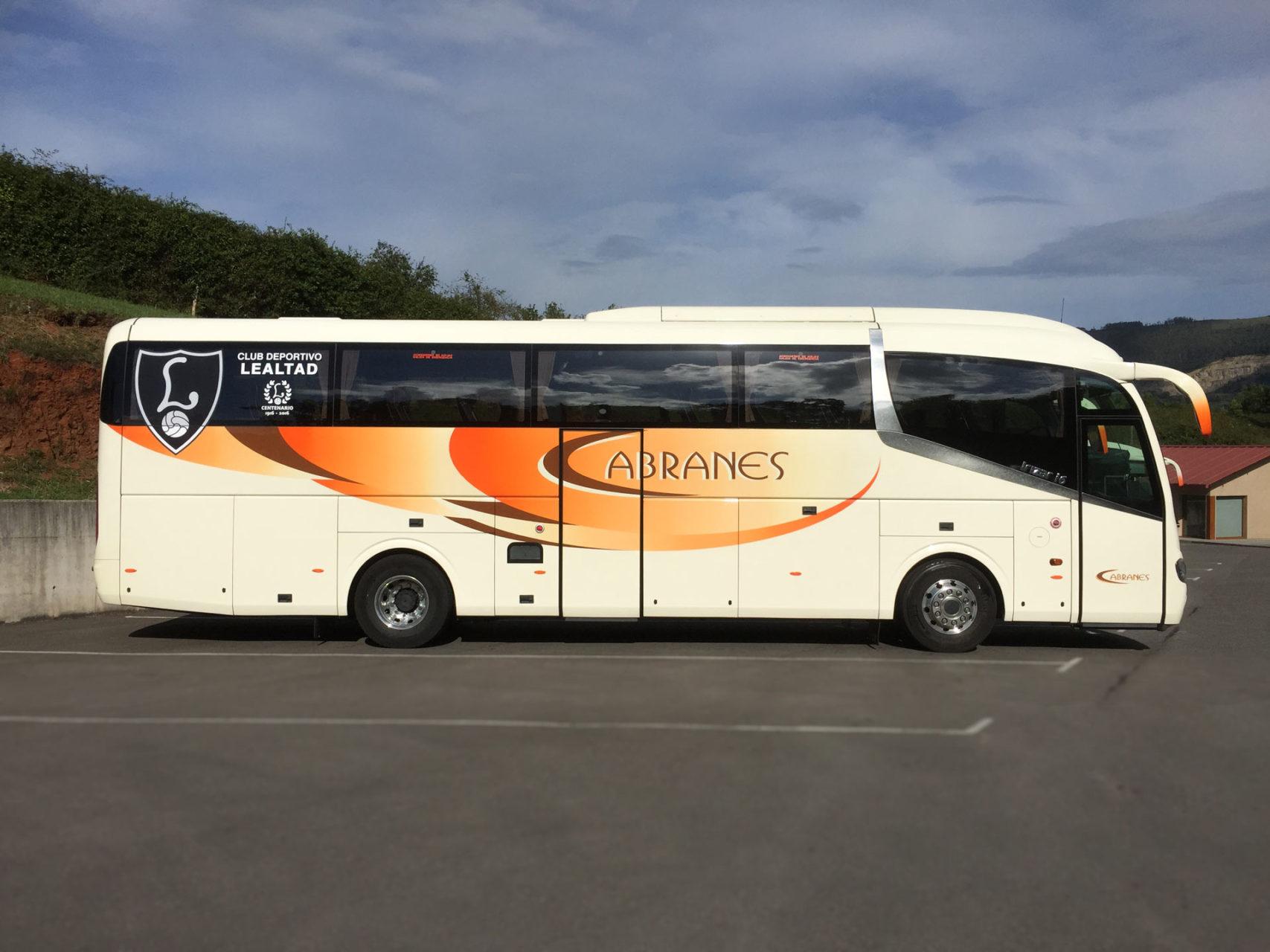 Autobús oficial del Club Deportivo Lealtad