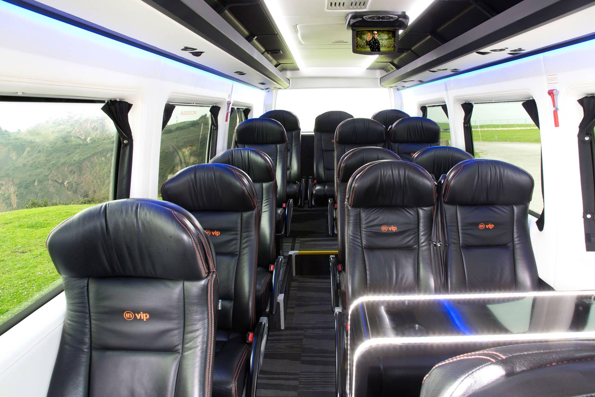 Interior de microbús de lujo hasta 15 plazas